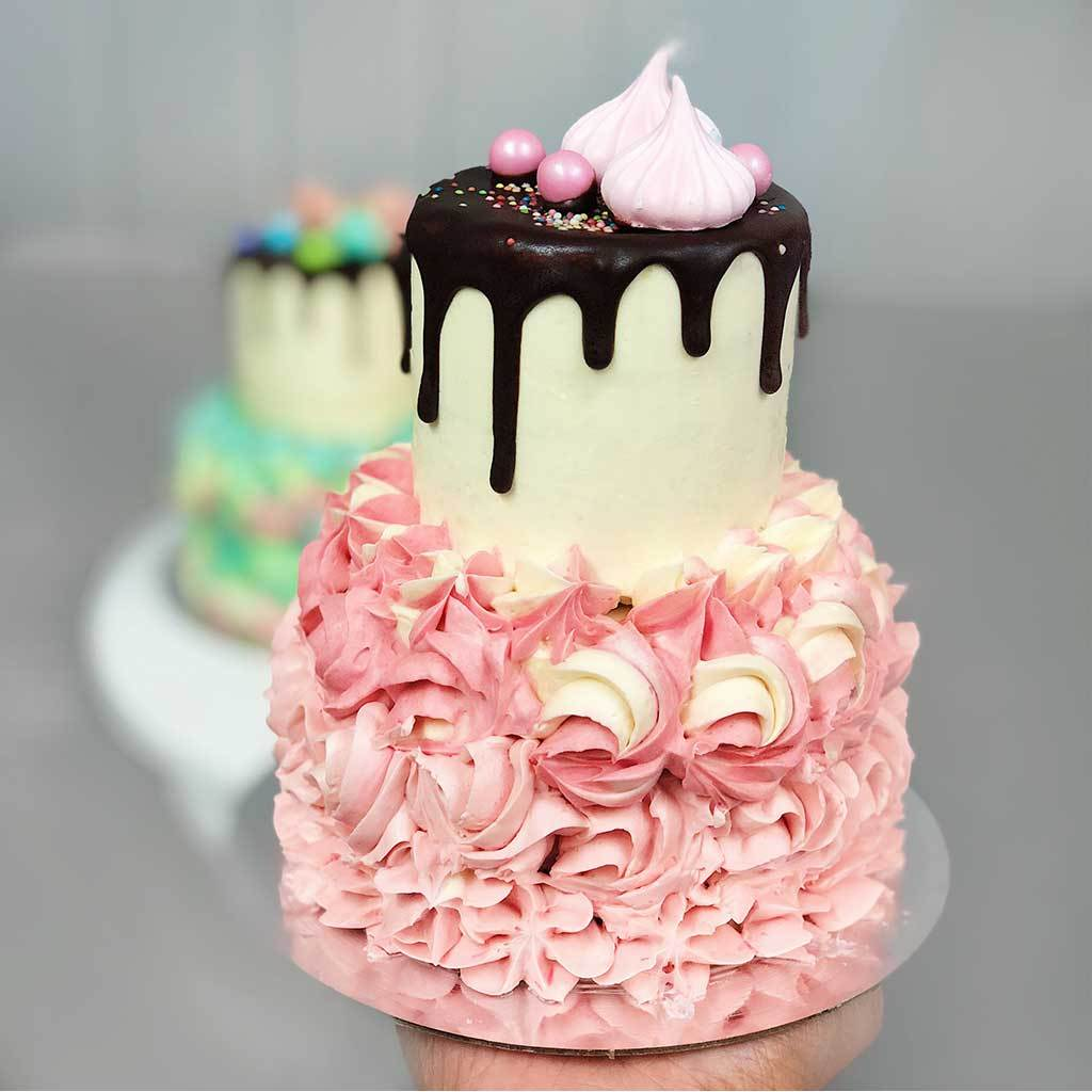 Маленький двухъярусный торт