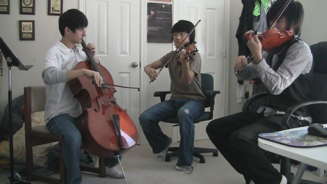 Две скрипки и виолончель