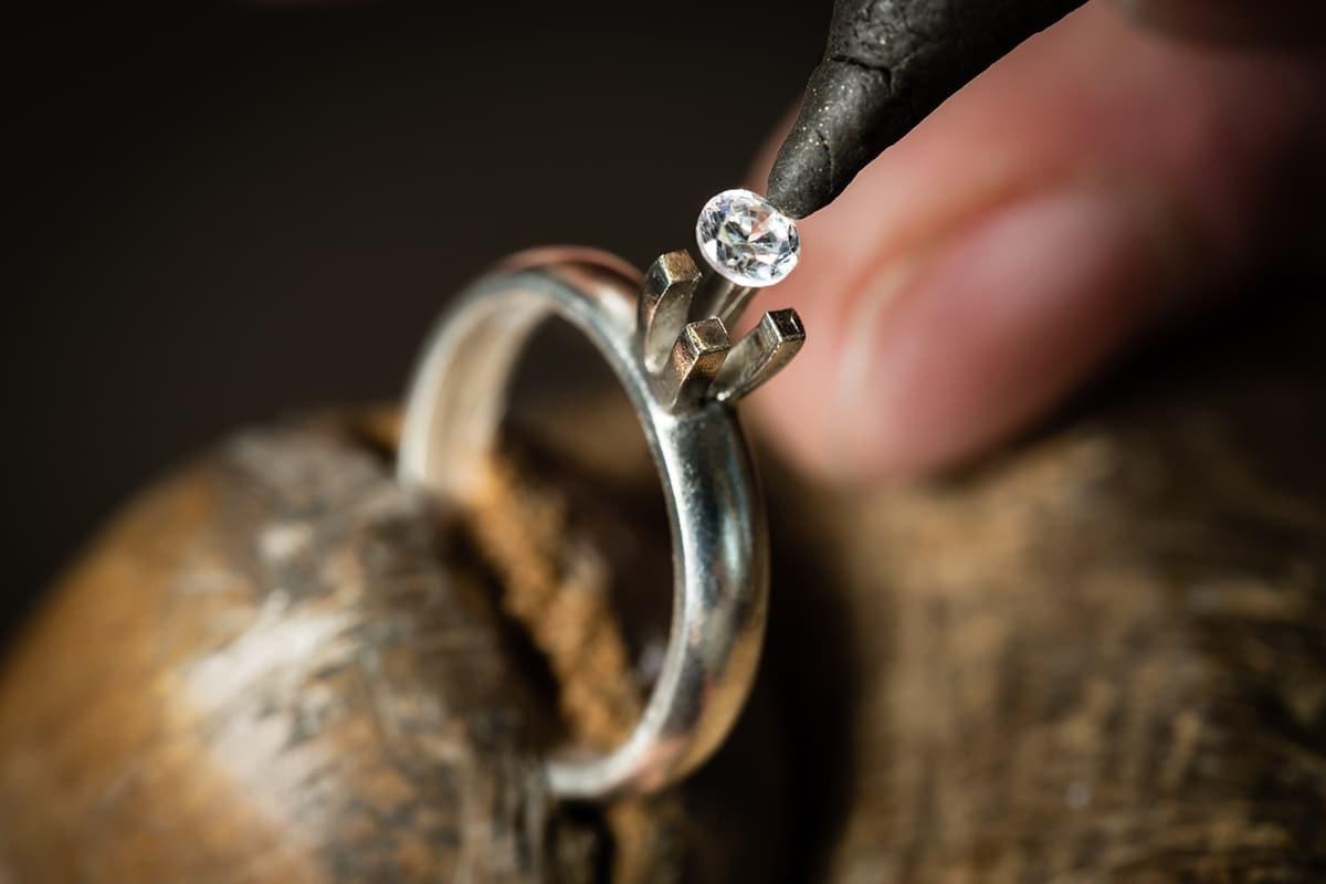 изготовление кольца с камнем