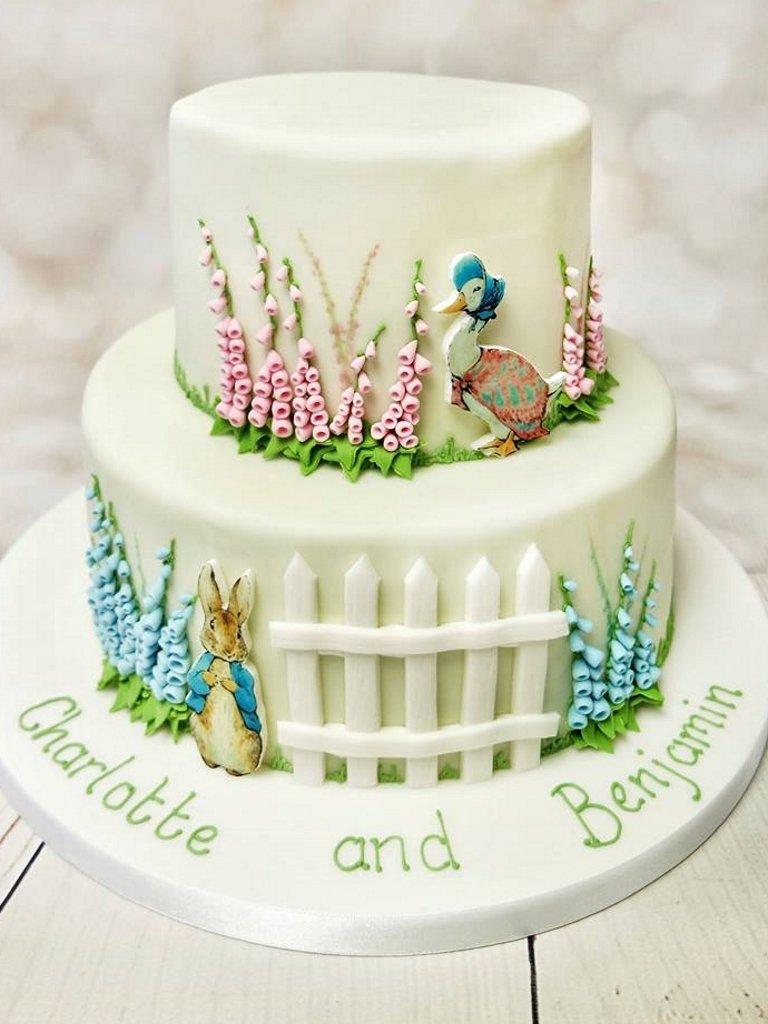 Двухъярусный торт с кроликом